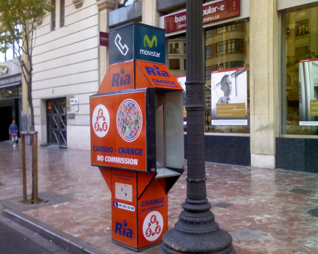 Cabinas publicitarias – RIA Financial