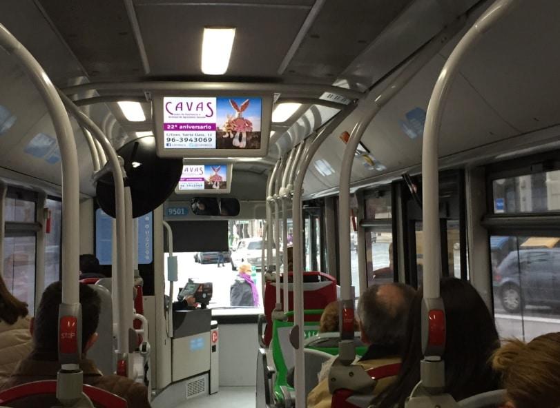 Publicidad pantallas bus – Centro CAVAS